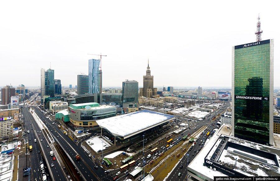 Деловой центр Варшавы. На переднем плане — здание железнодорожного вокзала «Warszawa Centralna»