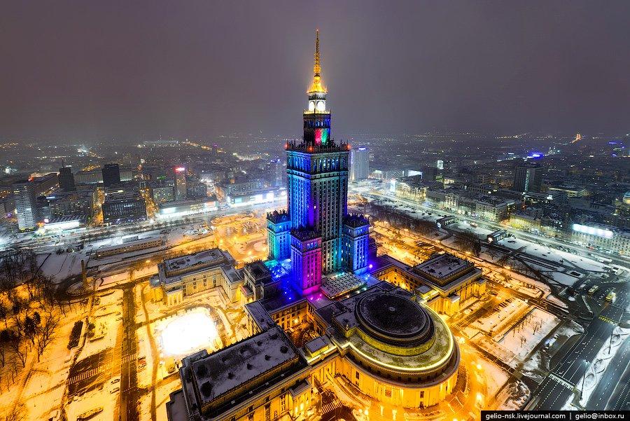 дворец Культуры и Науки в Варшаве в ночное время