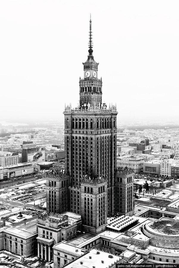 Дворец культуры и науки построен в 1955 году и по 1957 год он был высочайшим зданием Европы