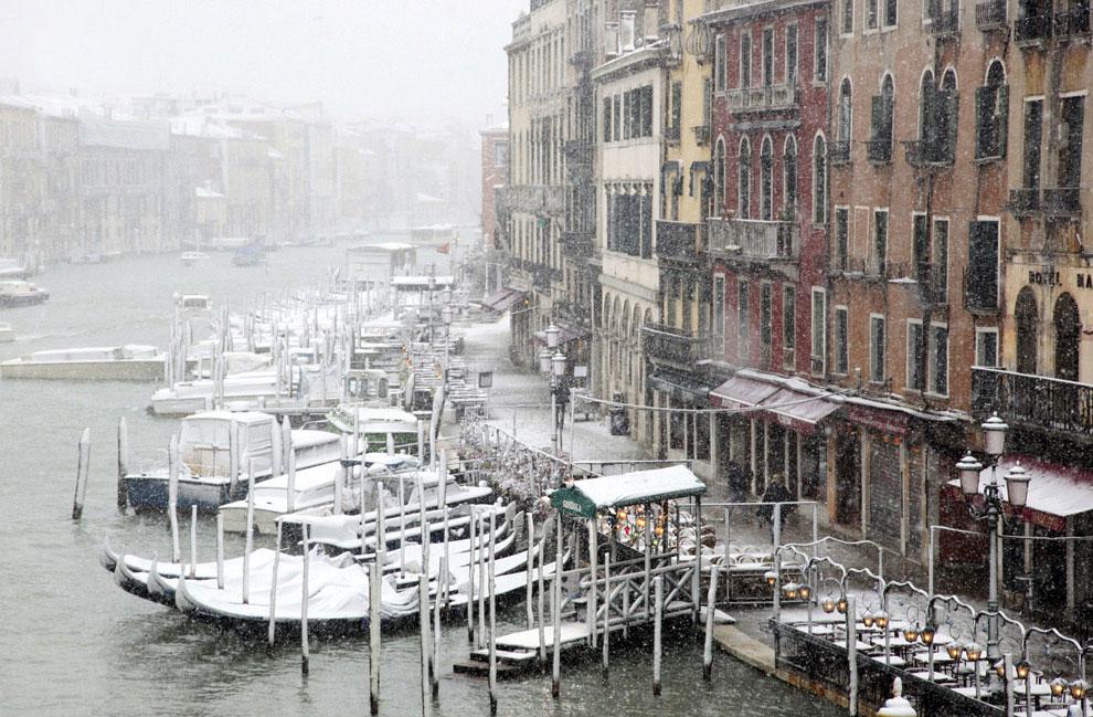 Снегопад в Венеции. Вид на Гранд канал