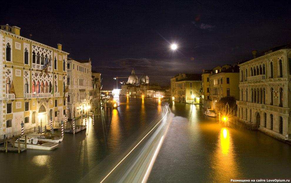 Ночной вид на Гранд канал