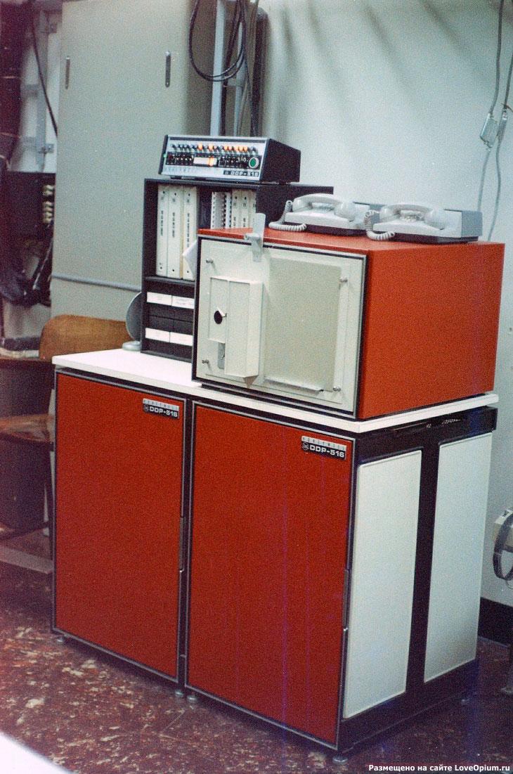 Мини-компьютер того времени Honeywell DDP-516