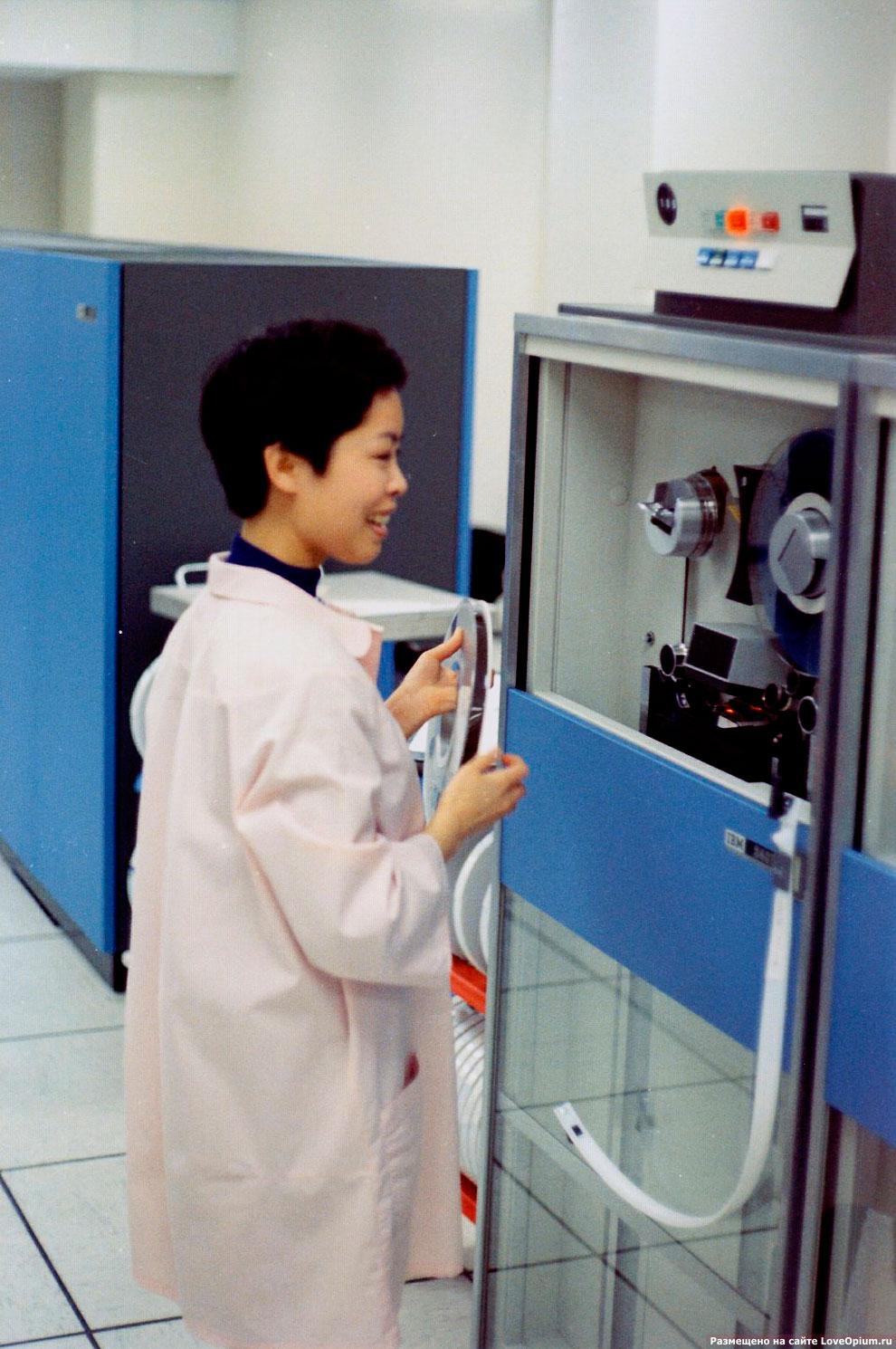 Центр резервного копирования данных на бобинах с лентами