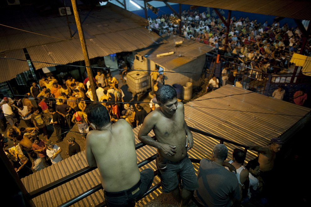 Внутри одной из наиболее опасных и переполненных тюрем Гондураса