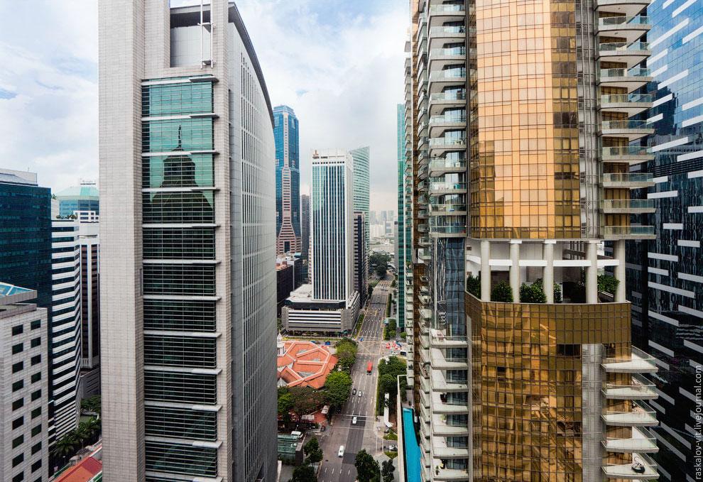 Забрался на одну из крыш в бизнес квартале Сингапура