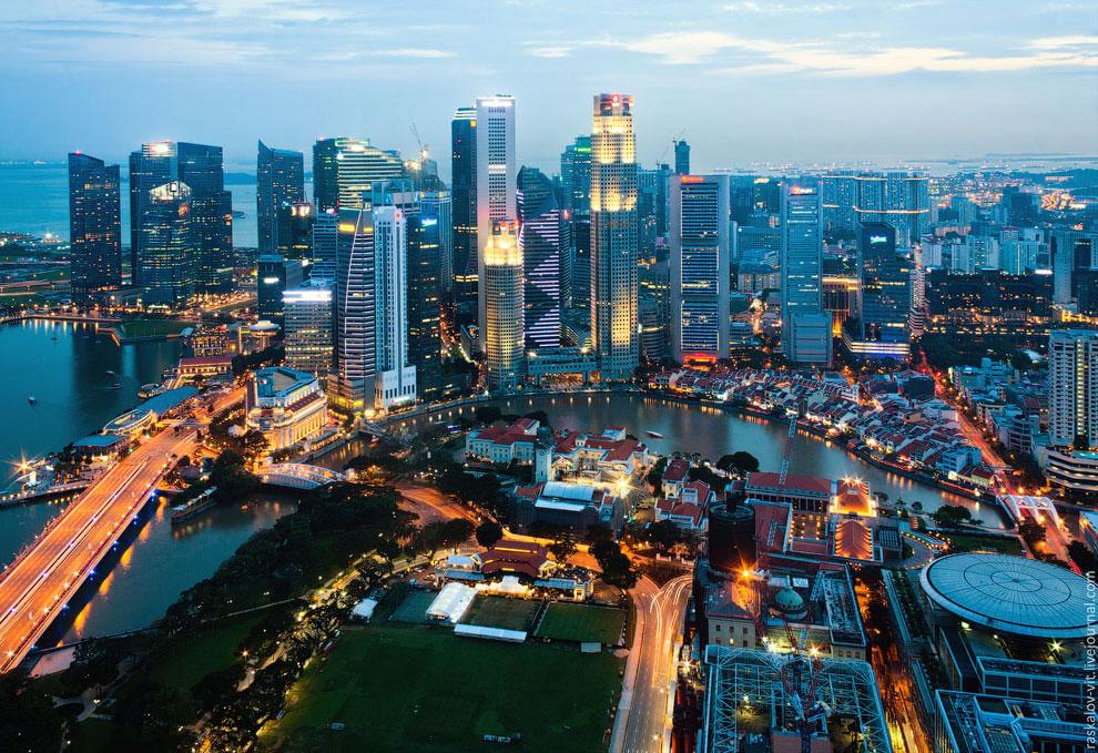 Ночной вид на деловой квартал Сингапура