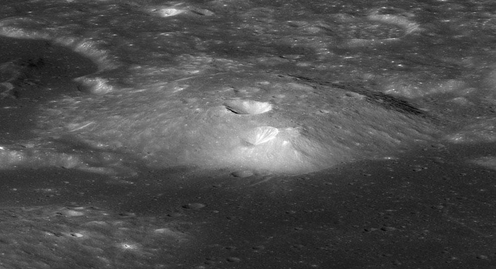 Кратер Груйтуйзен-Гамма на Луне