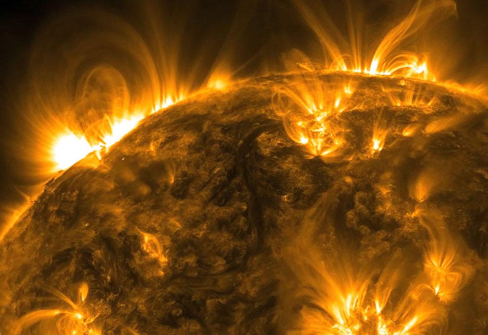 Плазменные петли на Солнце