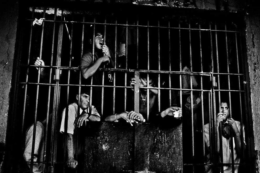 Еще одна фотография заключенных, уже в тюрьме в Сантьяго, Чили
