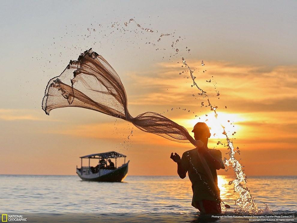 Рыбак. Остров Сулавеси, Индонезия