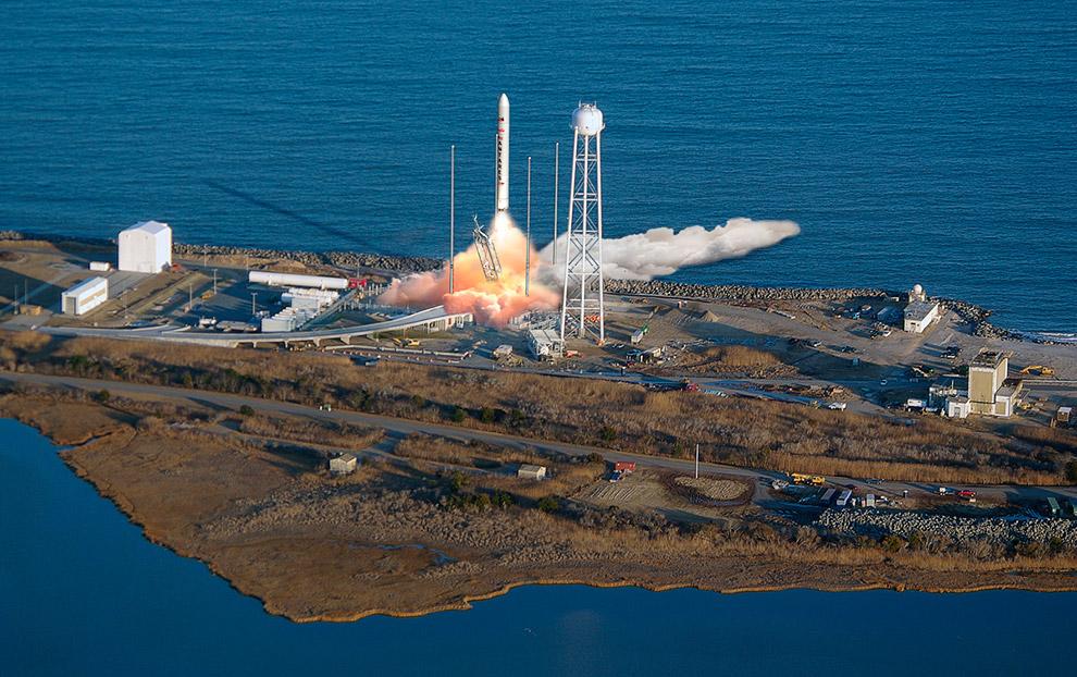 Запуск американской ракеты Антарес с советскими двигателями