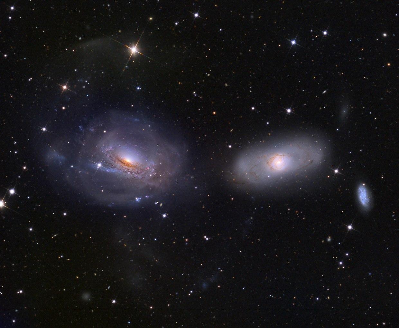 Спиральная галактика NGC 3169