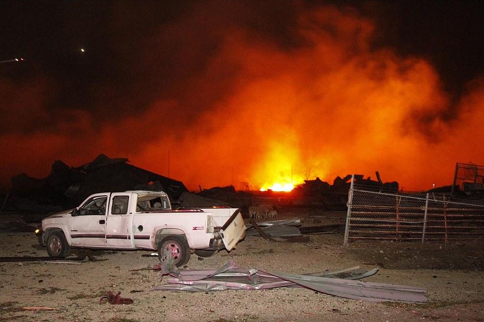 Мощный взрыв на заводе удобрений в Техасе