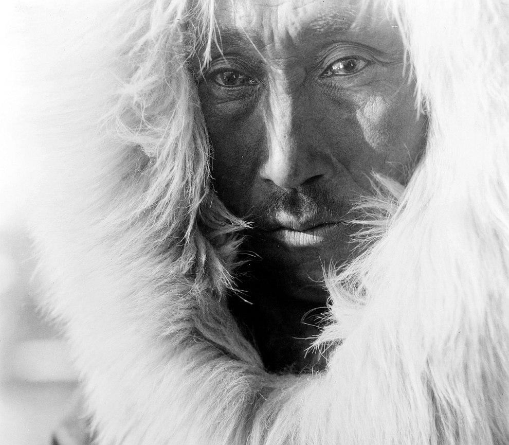 Индеец из племени на северо-западе Аляски