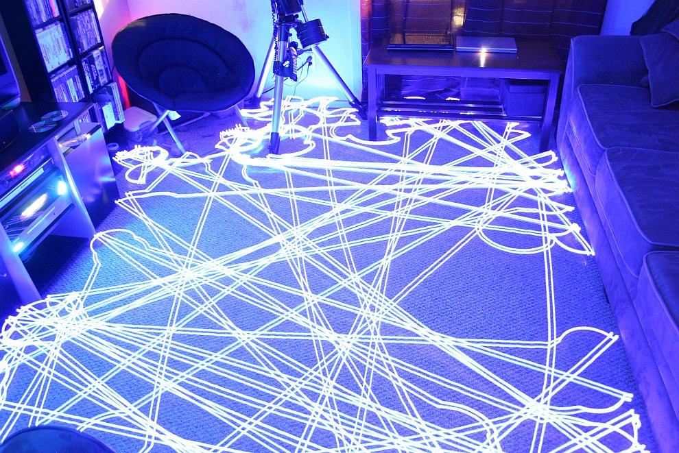 Робот-пылесос за работой