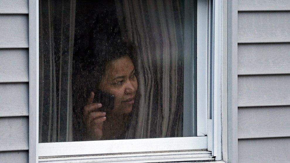 Жителей пригорода Уотертаун, где проходила спецоперация по задержанию «бостонского террориста», не покидать домов