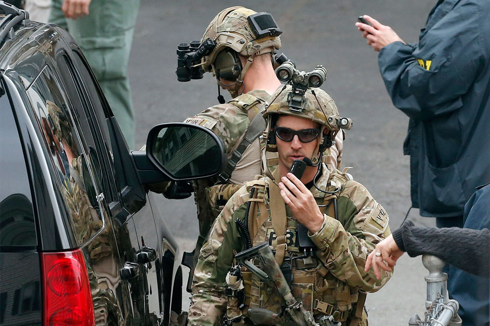 Подозреваемый в причастности к теракту в Бостоне 19-летний Джохар Царнаев «загнан в угол»