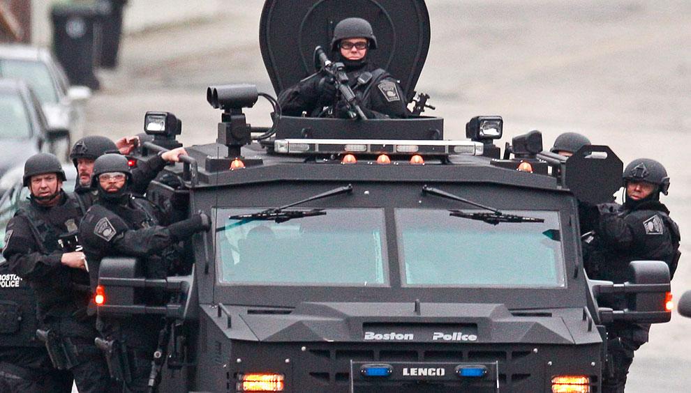 В районе, где мог скрывался Царнаев-младший  было сосредоточено большое количество полицейских, саперов, агентов ФБР и бронетехники