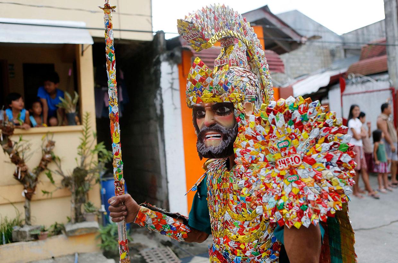 Морионес (Moriones) — ежегодный народный религиозный фестиваль, проводящийся на острове Мариндуке (Филиппины) в пасхальную неделю
