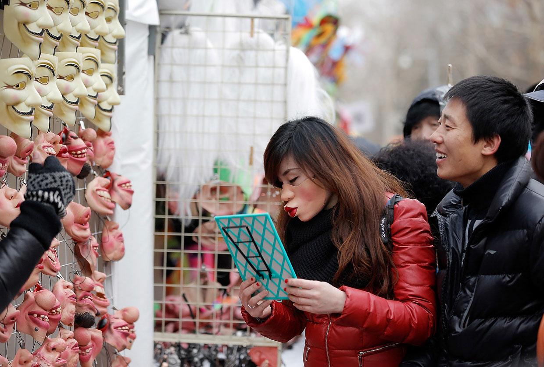 В Китае во время Китайского Нового года маски пользуются особой популярностью