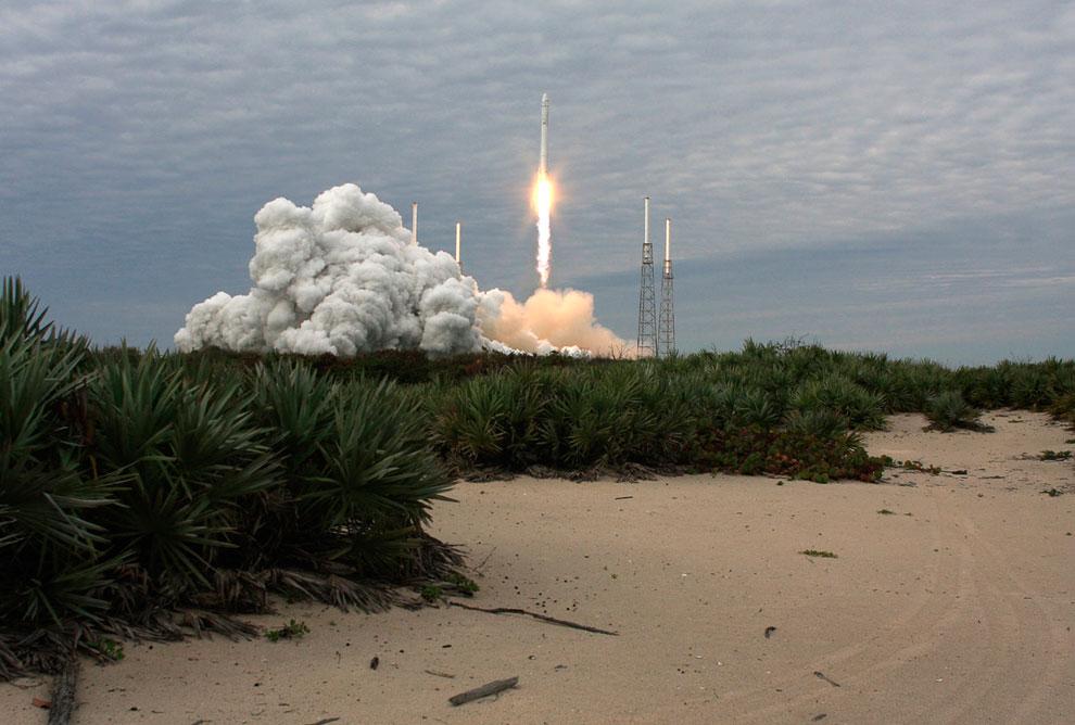 С мыса Канаверал стартует к МКС первый частный космический грузовик SpaceX
