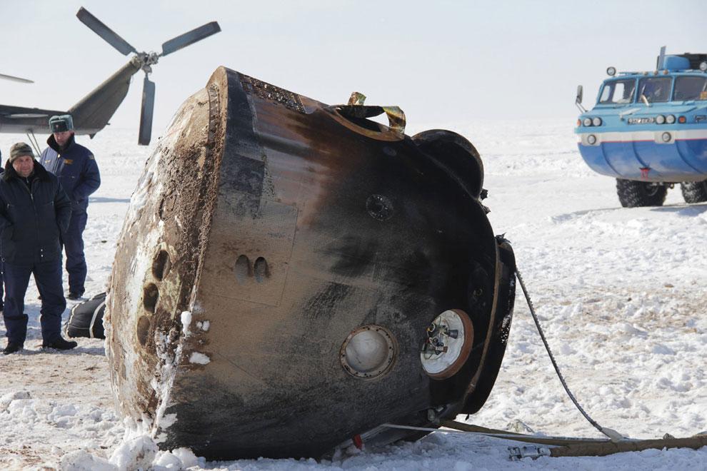 Корабль «Союз ТМА-06М» с тремя космонавтами вернулся на Землю
