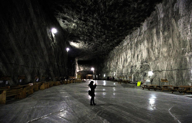 Одной из известных достопримечательностей Румынии считается соляная пещера, расположенная в городе Прайд