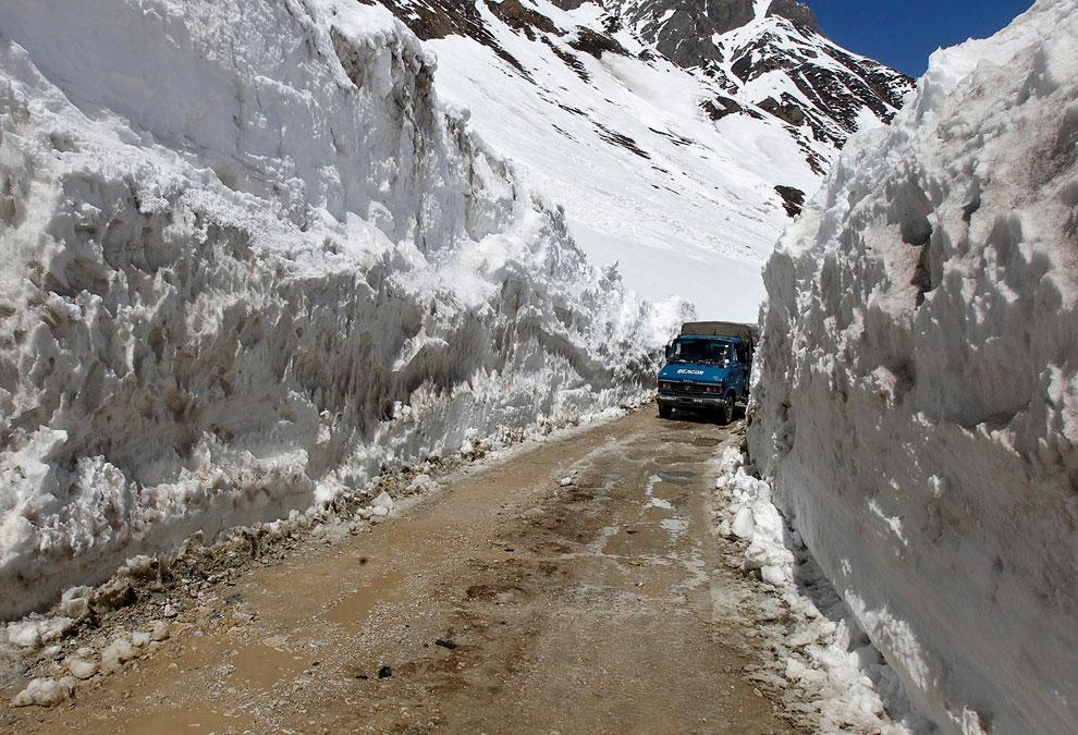 А это Индия. 443-километровая трасса трасса Сринагар-Лех в индийском штате Кашмир