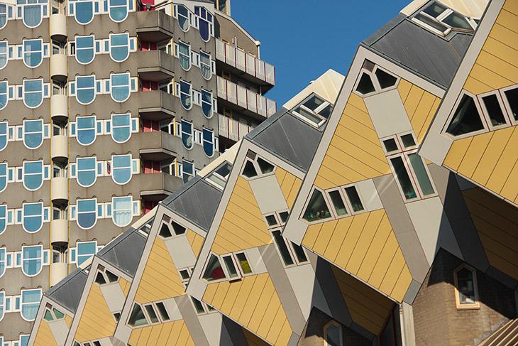 Вот уже почти 30 лет люди мучаются в кубических домах Пита Блома в голландском Роттердаме