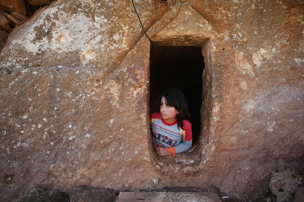 Спасаясь от гражданской войны, жители Сирии находят укрытие в богатом историческом наследии страны — римских гробницах