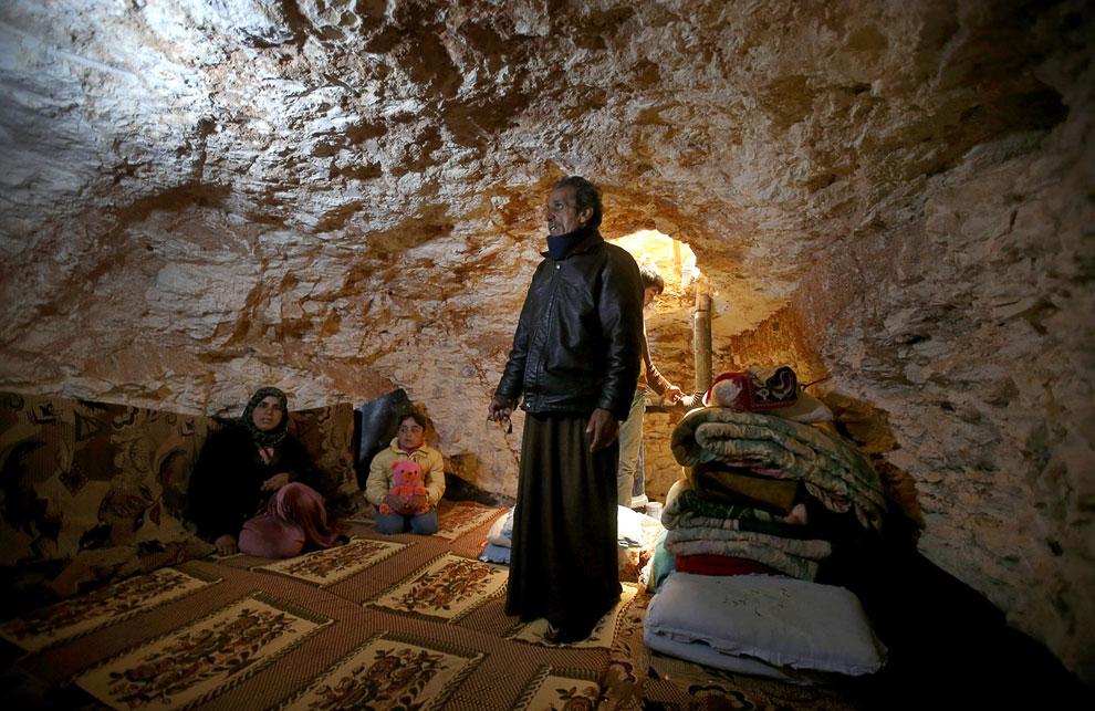 Семья, живущая в пещере