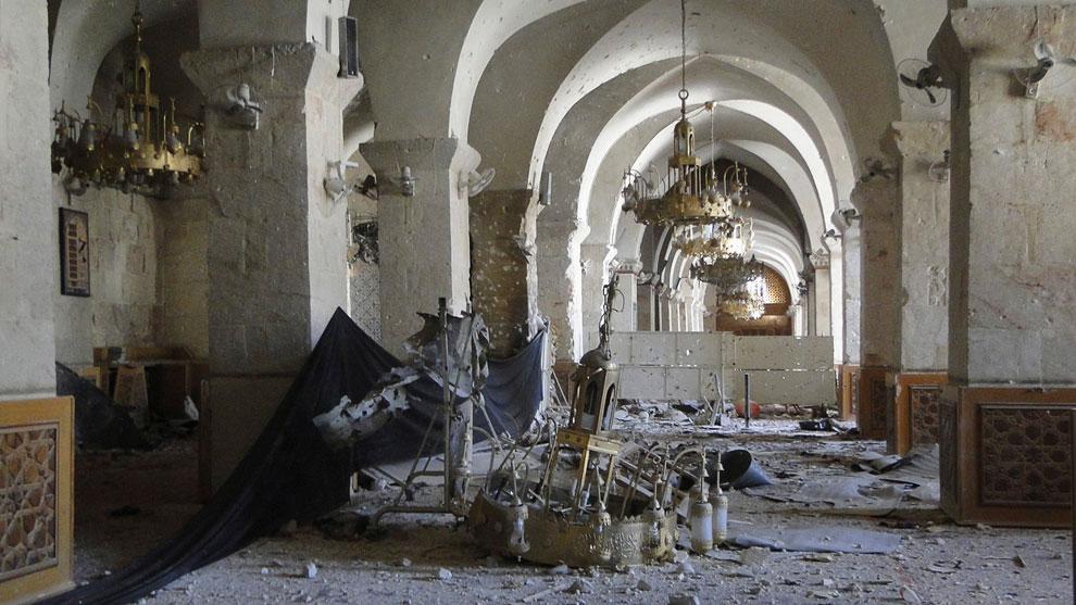 Внутри мечети в Алеппо