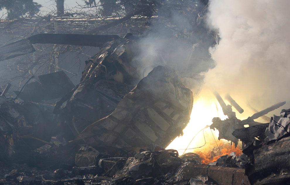 Обломки вертолета на военном аэродроме в Алеппо