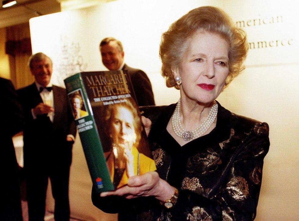 Маргарет Тэтчер со своей книгой