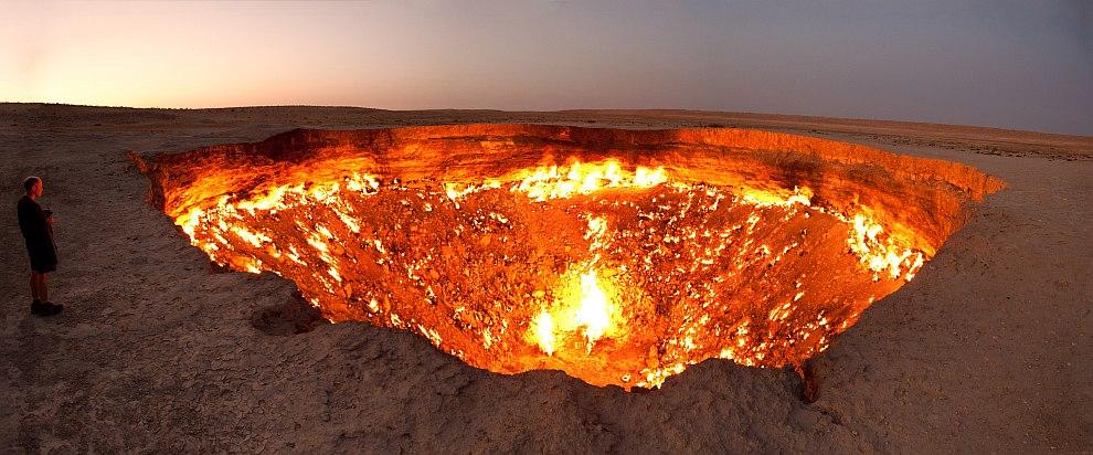 Дарваза (перс. «врата») — газовый кратер в Туркменистане