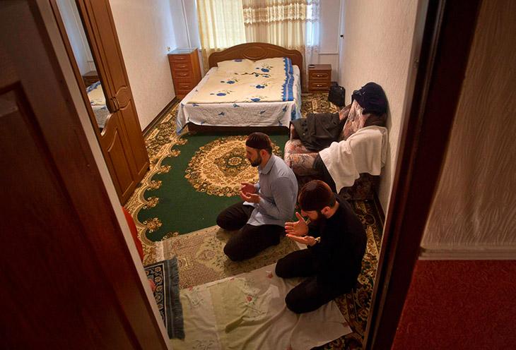 Студенты Российского исламского университета в квартире в Грозном