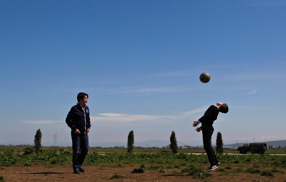 Будущие футболисты на окраине Грозного