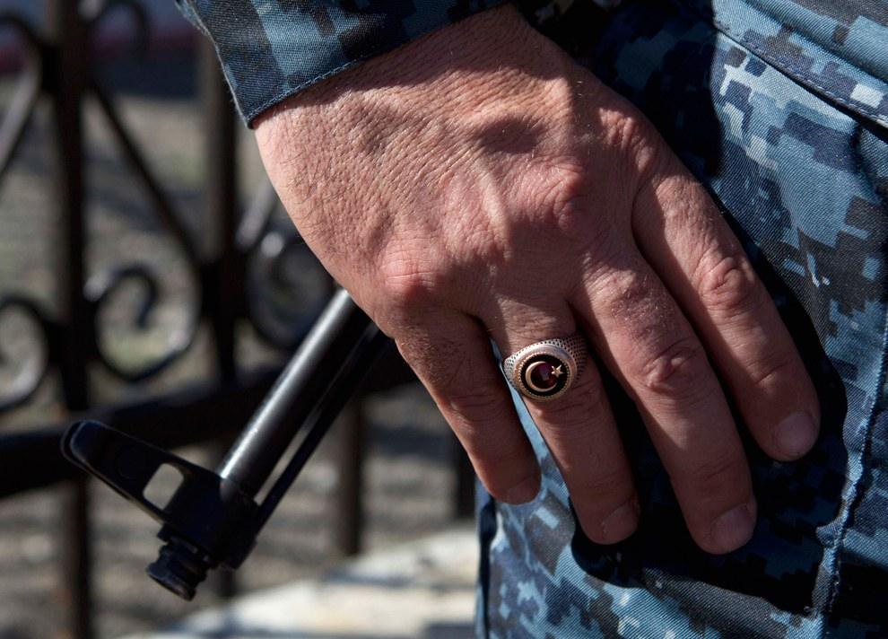 Полицейский с кольцом