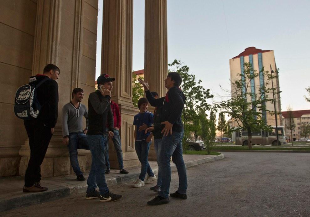 Молодежь в центре Грозного