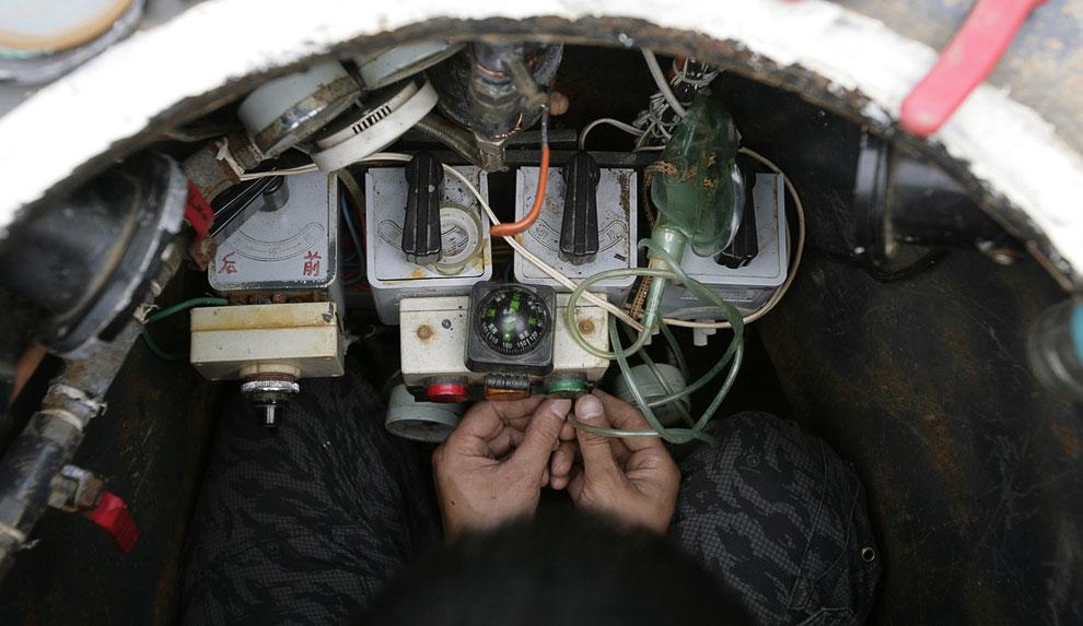 На создание подводной лодки изобретатель потратил 2 года и около 4 385 долларов