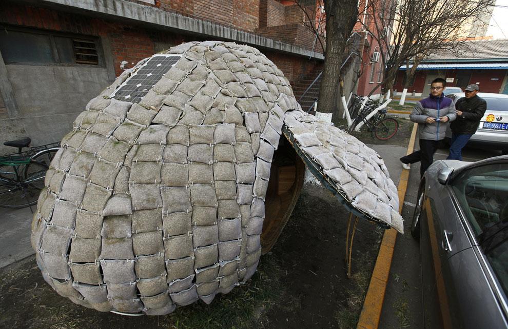 Высокие цены на аренду жилья в Пекине вынудили следующего изобретателя построить себе передвижной дом-яйцо