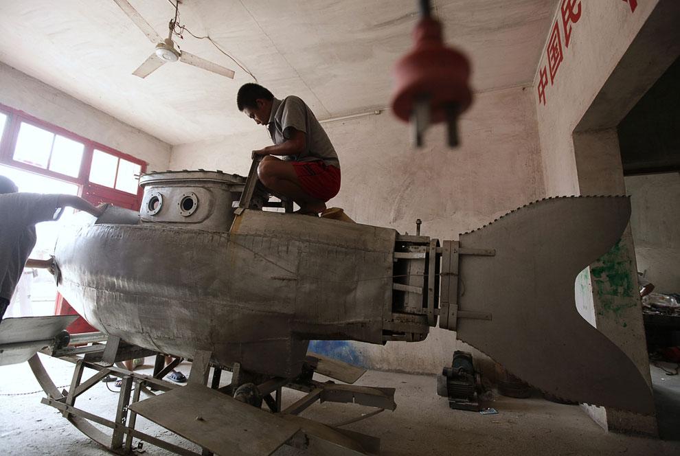 Миниатюрная подводная лодка. Изобретатель надеется продать ее за 100 000 юаней ($ 15 670)Миниатюрная подводная лодка. Изобретатель надеется продать ее за 100 000 юаней ($ 15 670)