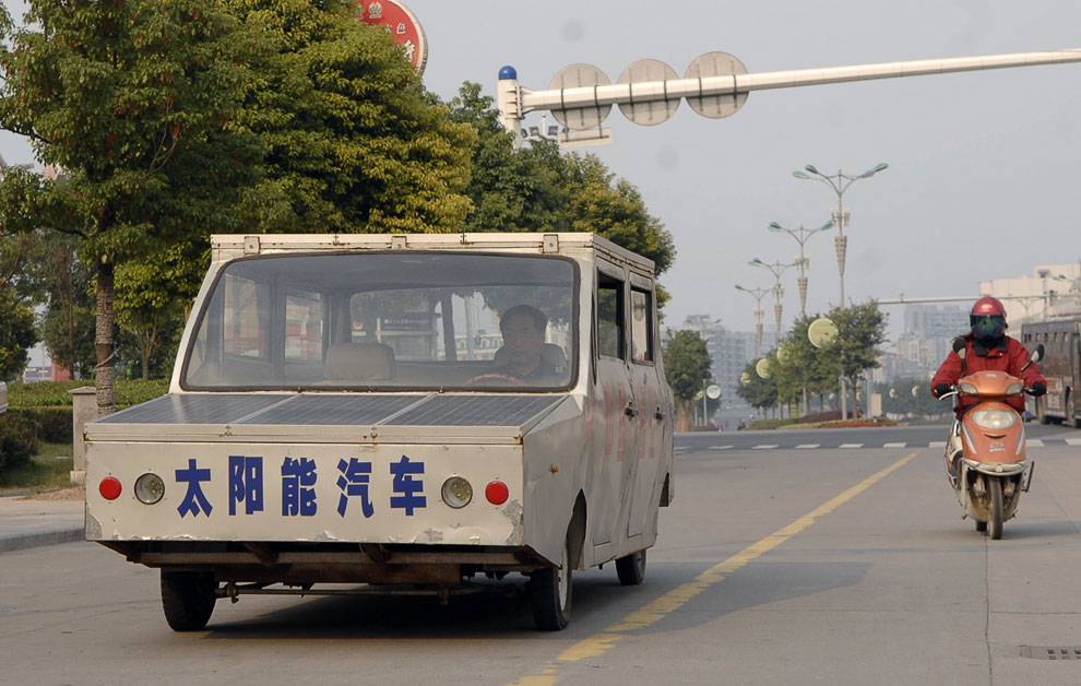 Экстравагантный самодельный автомобиль на солнечных батареях