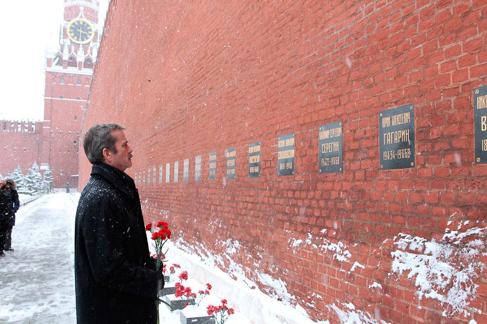 У некрополя у Кремлевской стены в Москве