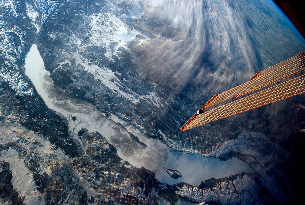 Так выглядит наше озеро Байкал из космоса
