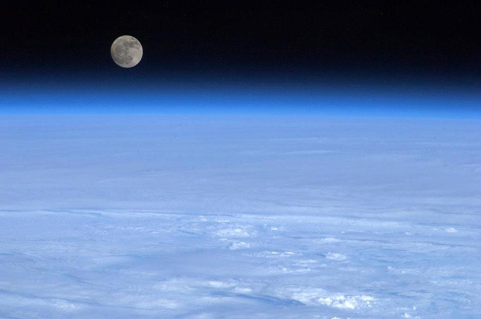 Так выглядит Луна из космоса