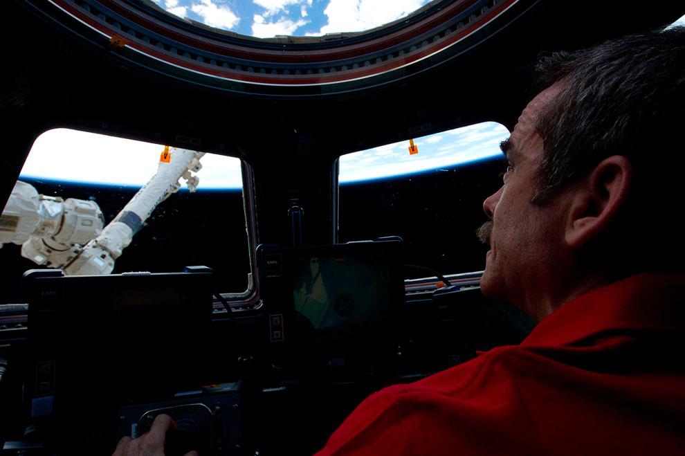 Крис в «Куполе» — модуле Международной космической станции