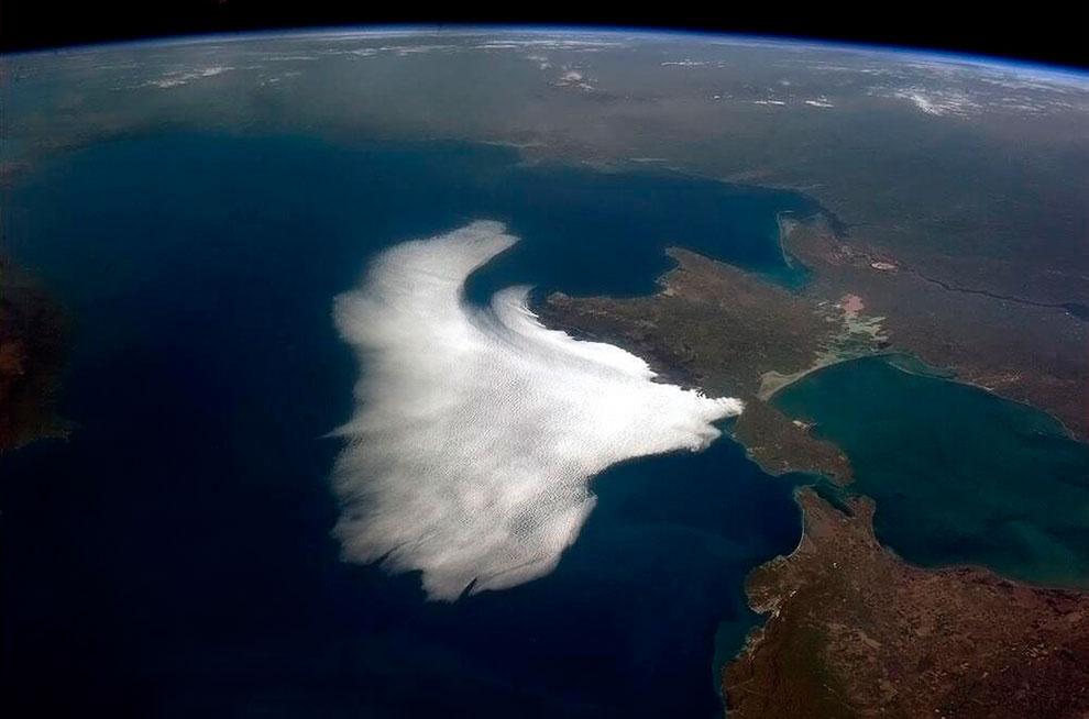 Облака в Крыму на берегу Черного моря