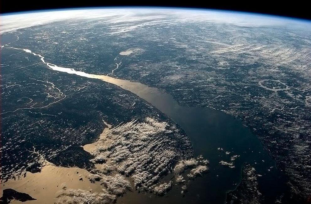 Река Святого Лаврентия — крупная водная артерия в Северной Америке, протекающая по территории США и Канады и соединяющая Великие озёра с Атлантическим океаном