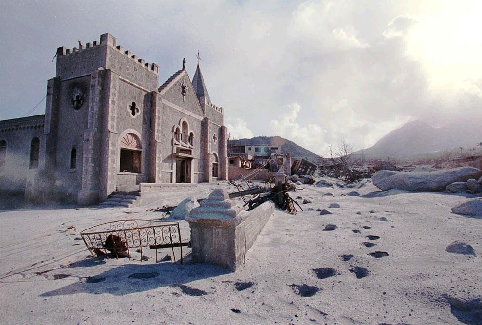 Церковь в центре города-призрака Плимут
